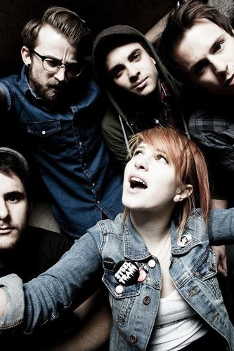 ... .com/iphone/music/bands/paramore-group-shot-4-wallpaper