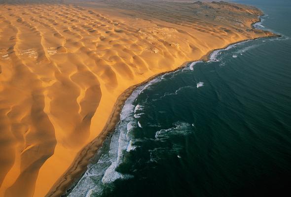 Wallpaper wave sand ocean border skeleton coast namibia desert 590x400