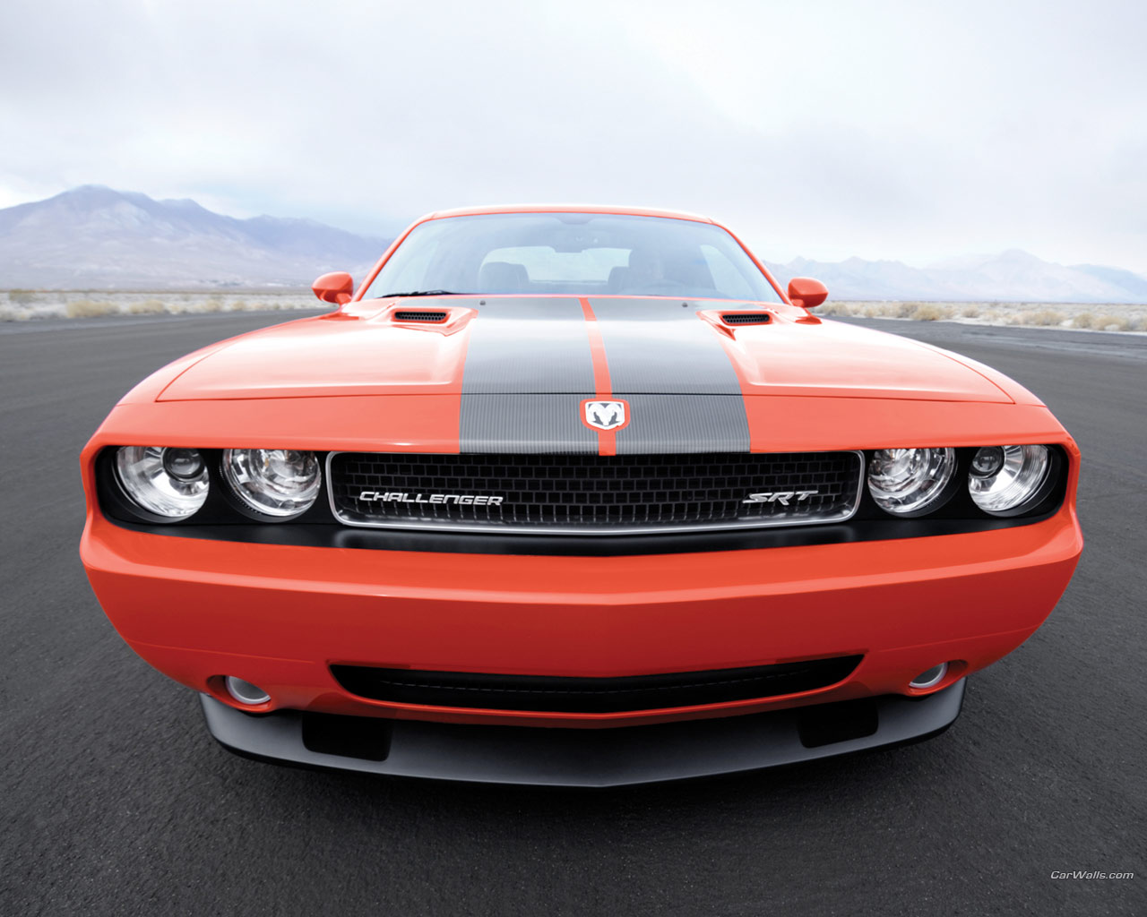 Dodge Challenger SRT8 1280 x 1024 wallpaper 1280x1024