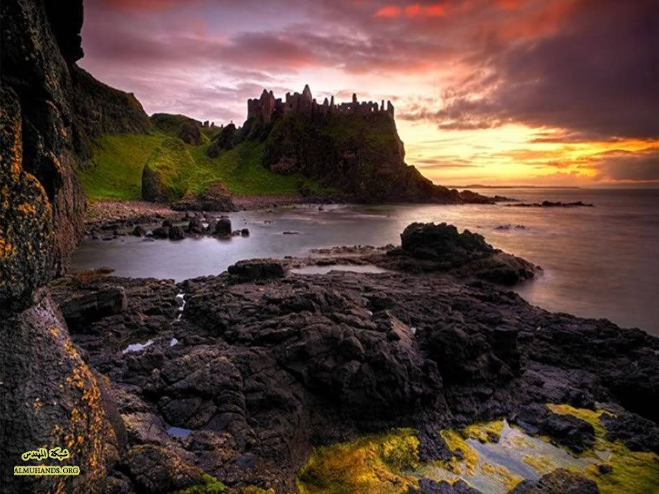 Dunluce Castle   Over the Basalt Sea Northern Ireland 950x713