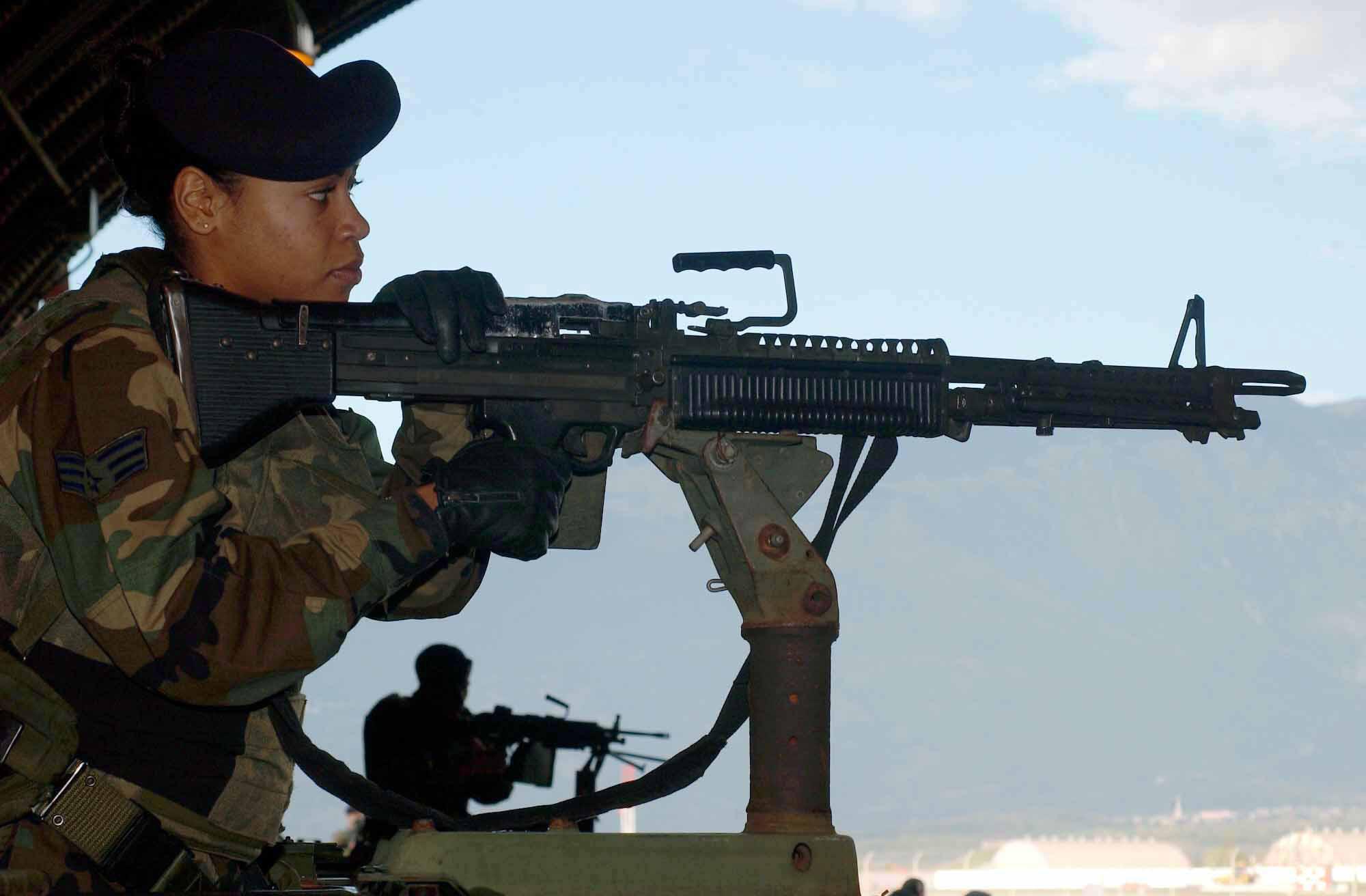 M60 MACHINE GUN military rifle weapon soldier t wallpaper background 2000x1312