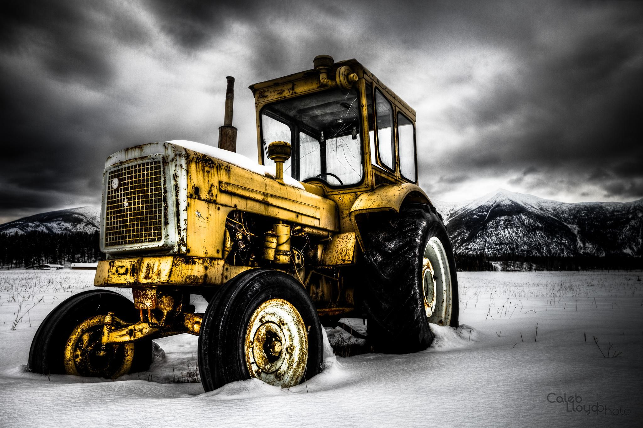 Abandoned Tractor   Kootenay Mountains BC [2048x1364] Tractor 2048x1364