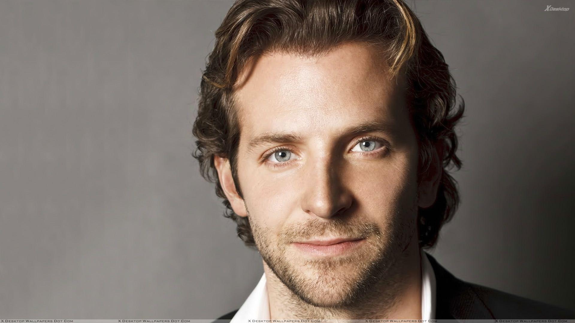 Bradley Cooper Cute Face Closeup N Grey Background Wallpaper 1920x1080
