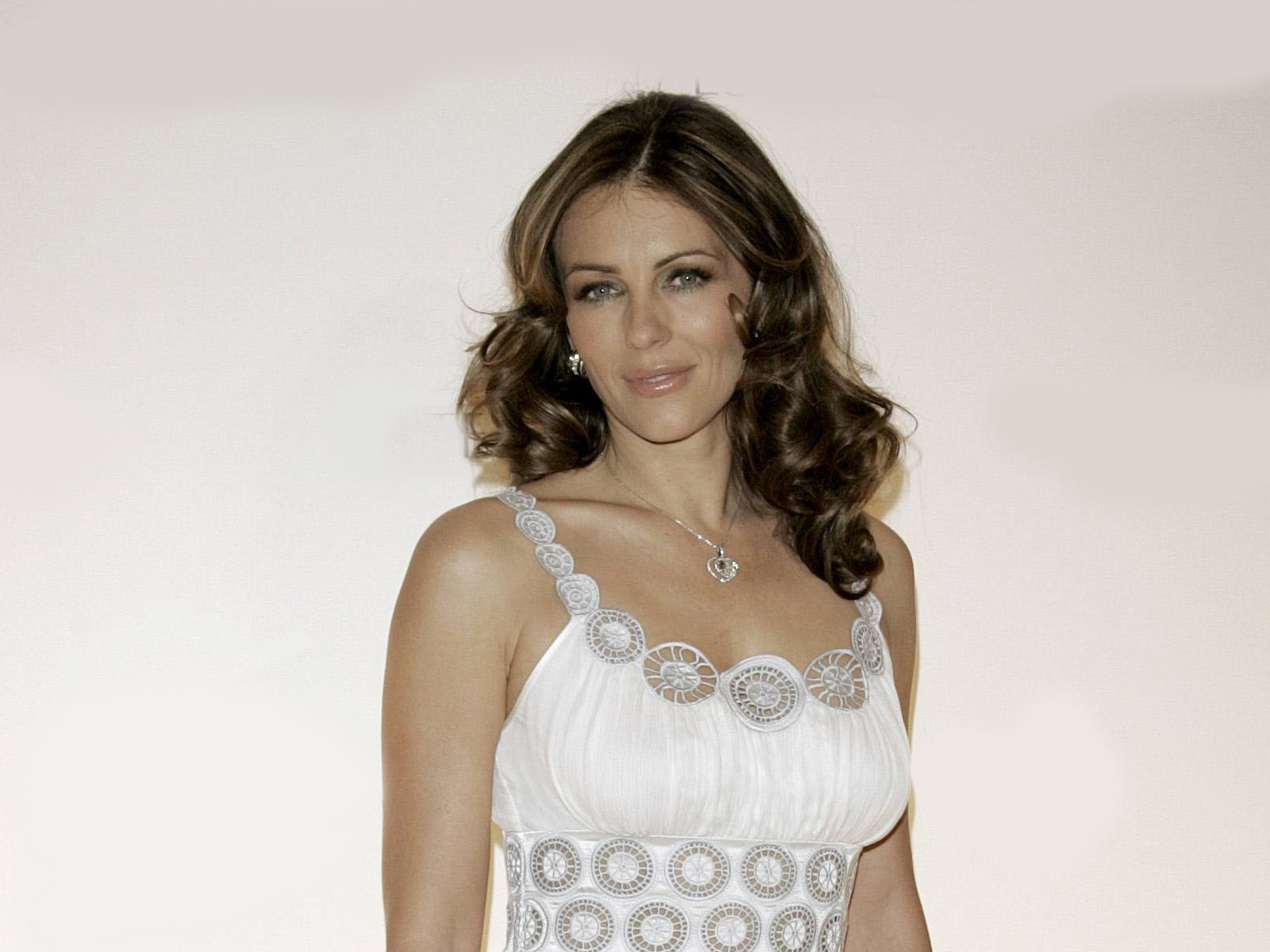 Elizabeth Hurley Wallpaper HD Backgrounds Images Pictures 1600x1200