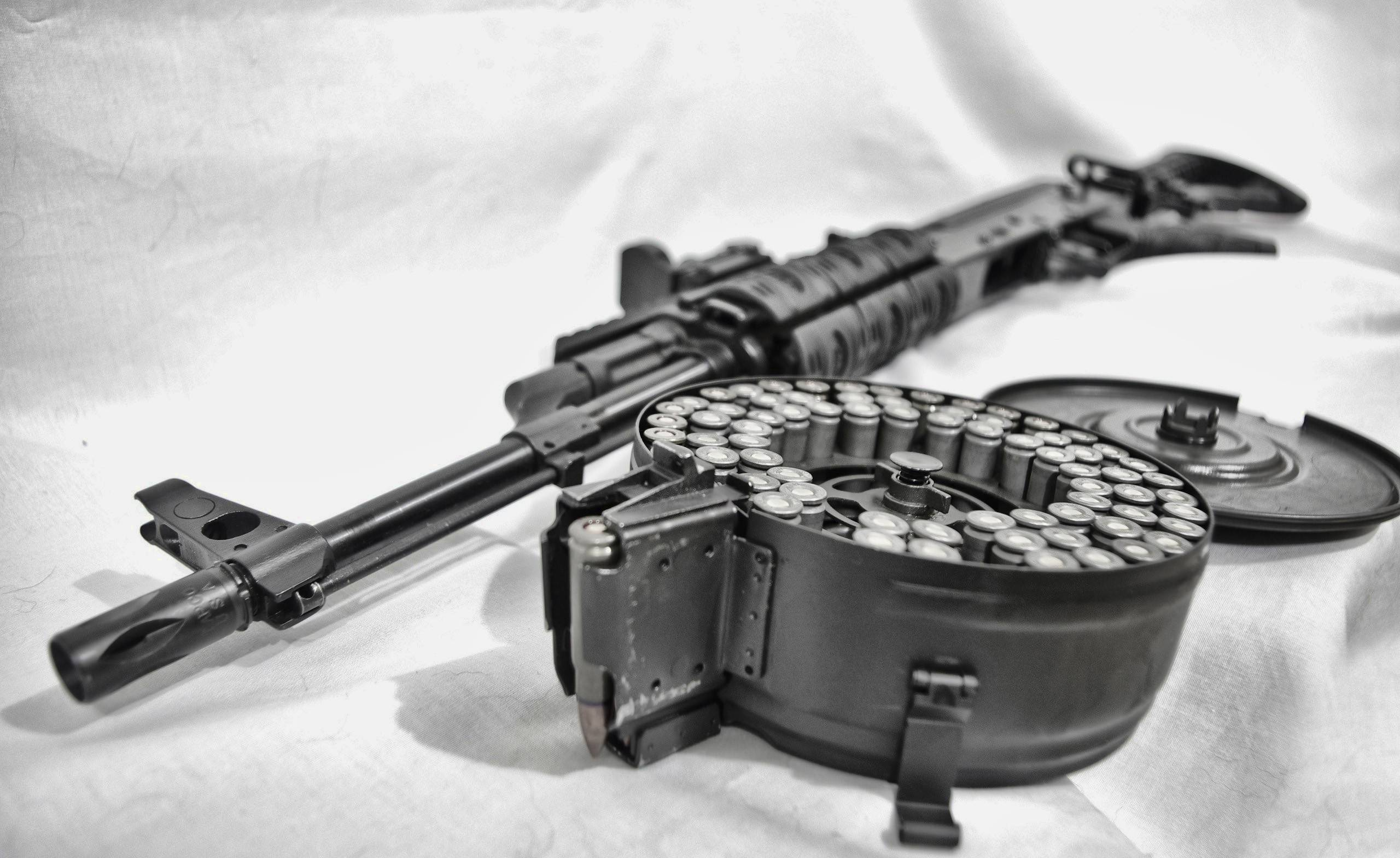 Machine Gun 25601568 Wallpaper 2168113 2560x1568