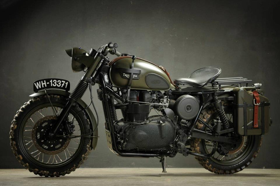Off Road Military Triumph Moto Lady 960x640