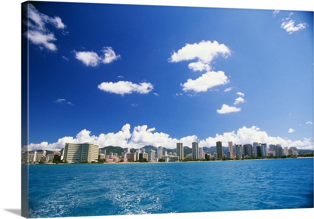 Hawaii Oahu Waikiki Skyline Turquoise Ocean With Boat Wake 1000x698