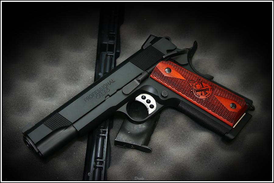 Colt 1911 Pistol Wallpaper 900x600