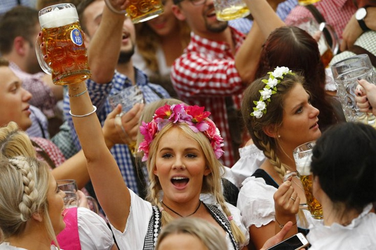 Oktoberfest Arrives HD Wallpaper Celebrations Wallpapers 1260x840