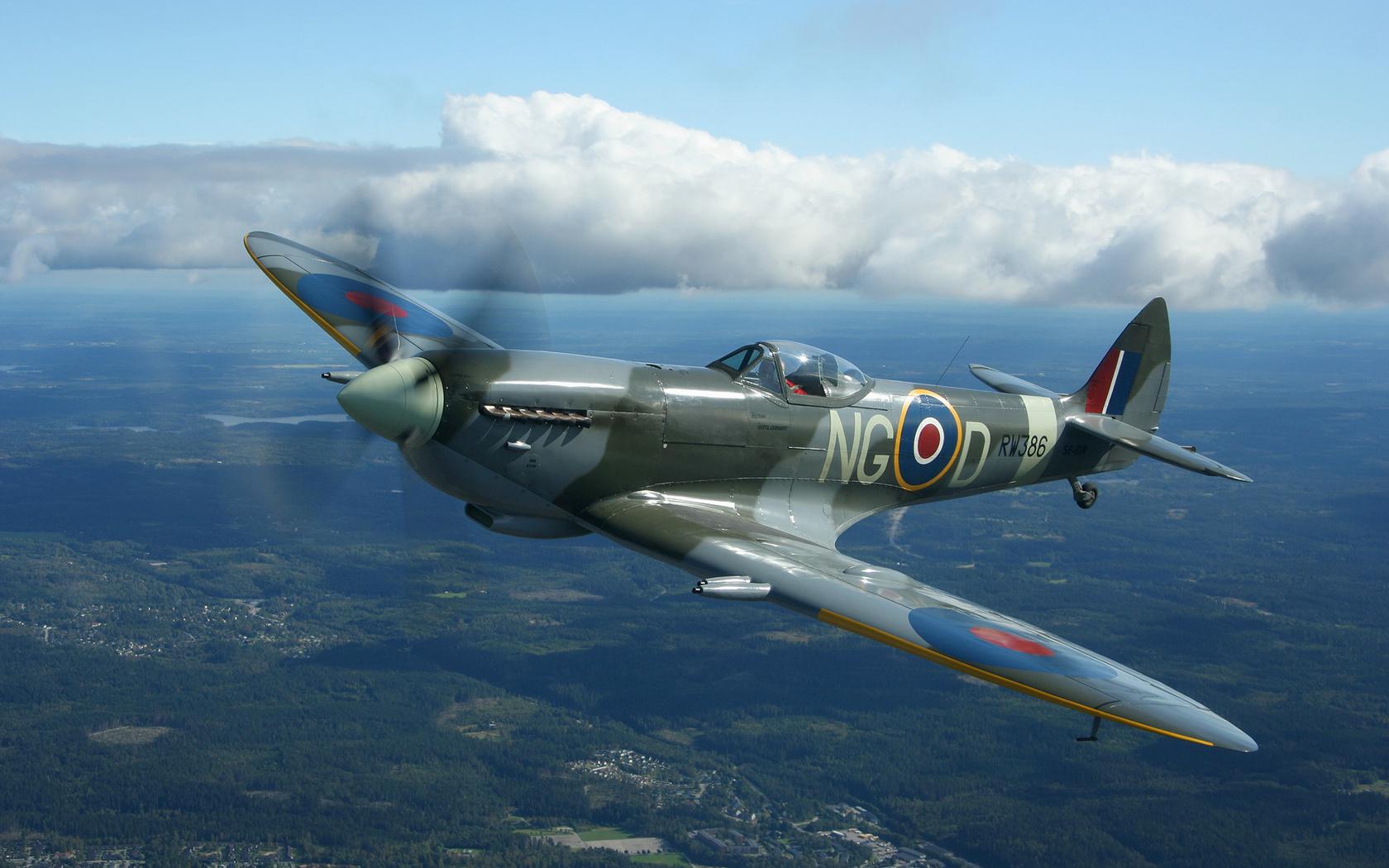 Spitfire Wallpaper Supermarine Spitfire aircraft plane clouds 1680x1050