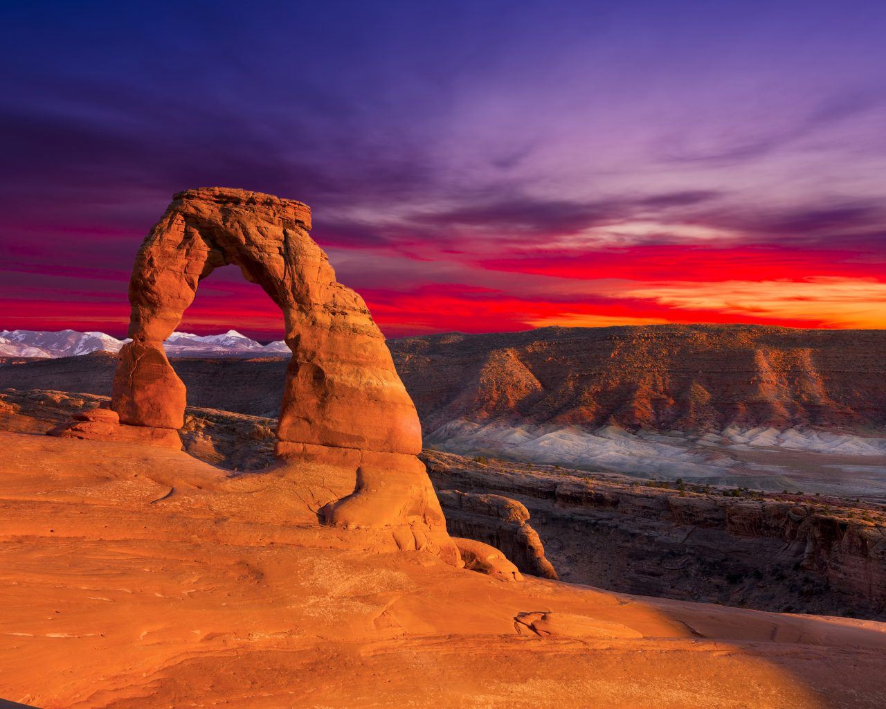 Sunset Red Clouds Delicate Arch Arches National Park Utah 1280x1024