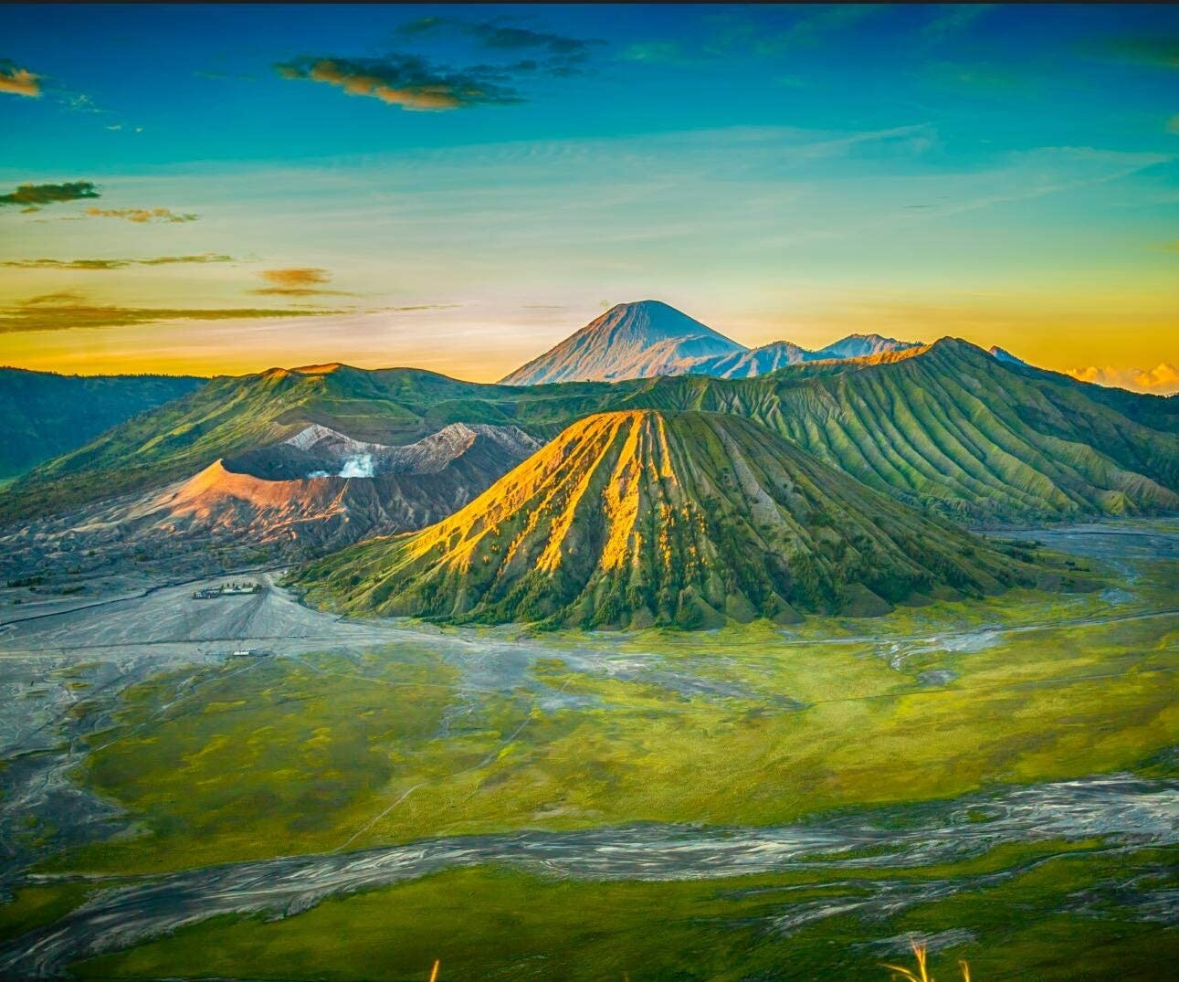 Volcano Background Mountains and Green Plains Volcanic Scenery 1291x1075