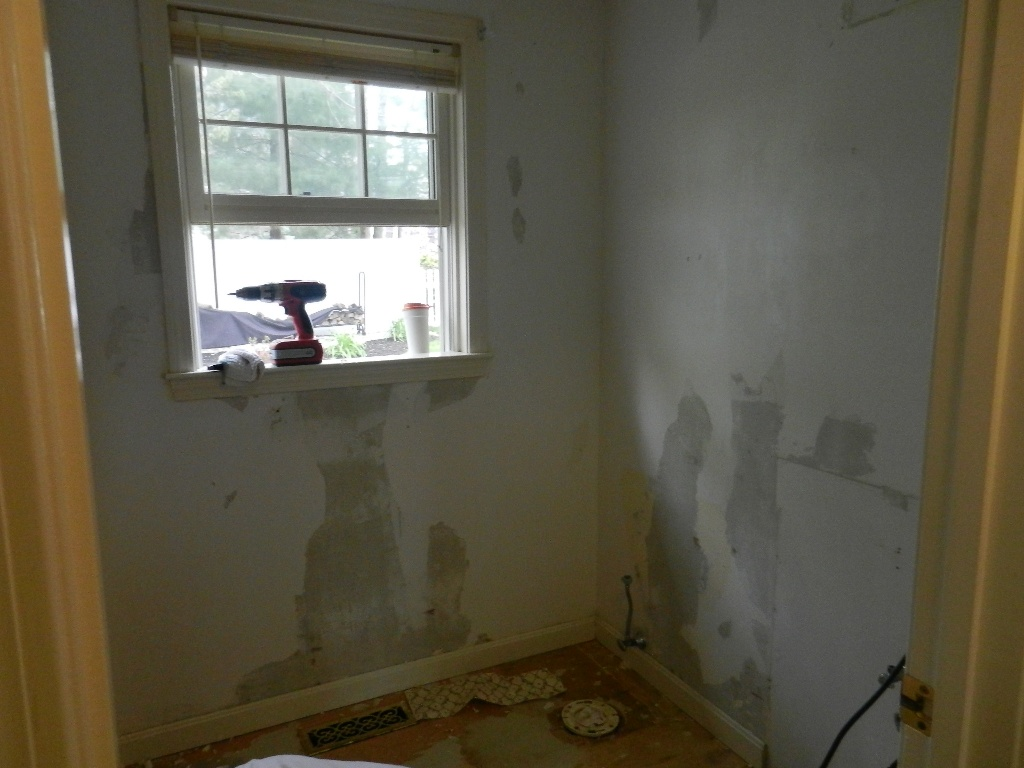wallpaper over wallpaper and spackling over skimcoating over wallpaper 1024x768