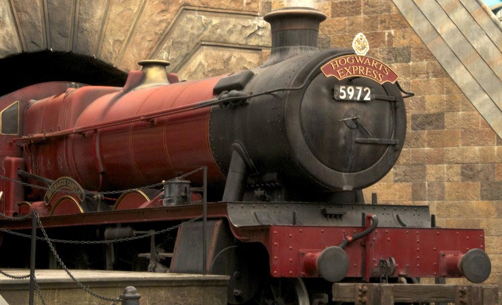 Hogwarts Express by MiniriFpomsiyu 1024x623