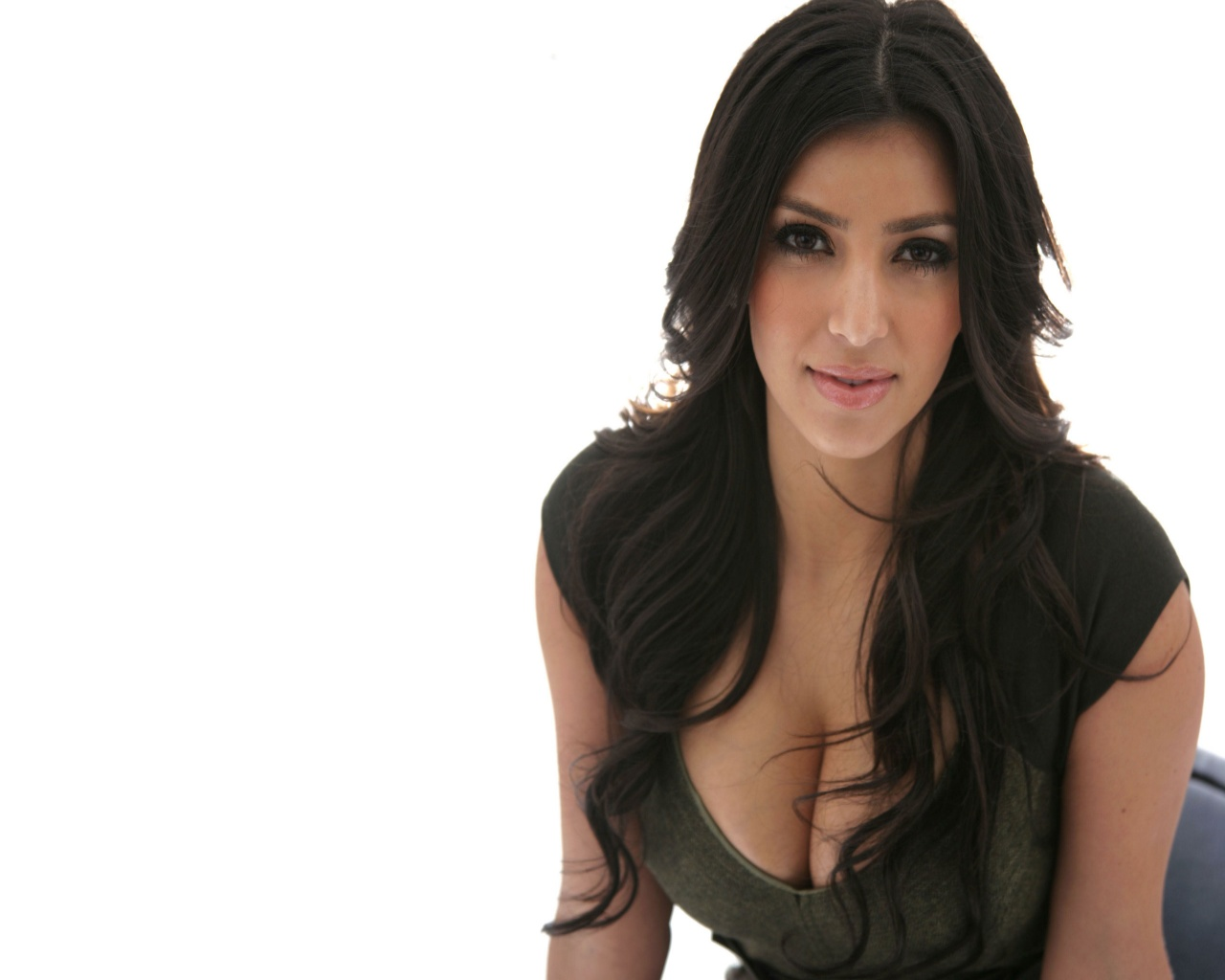Kim Kardashian Wallpapers Biography Fun Hungama 1280x1024