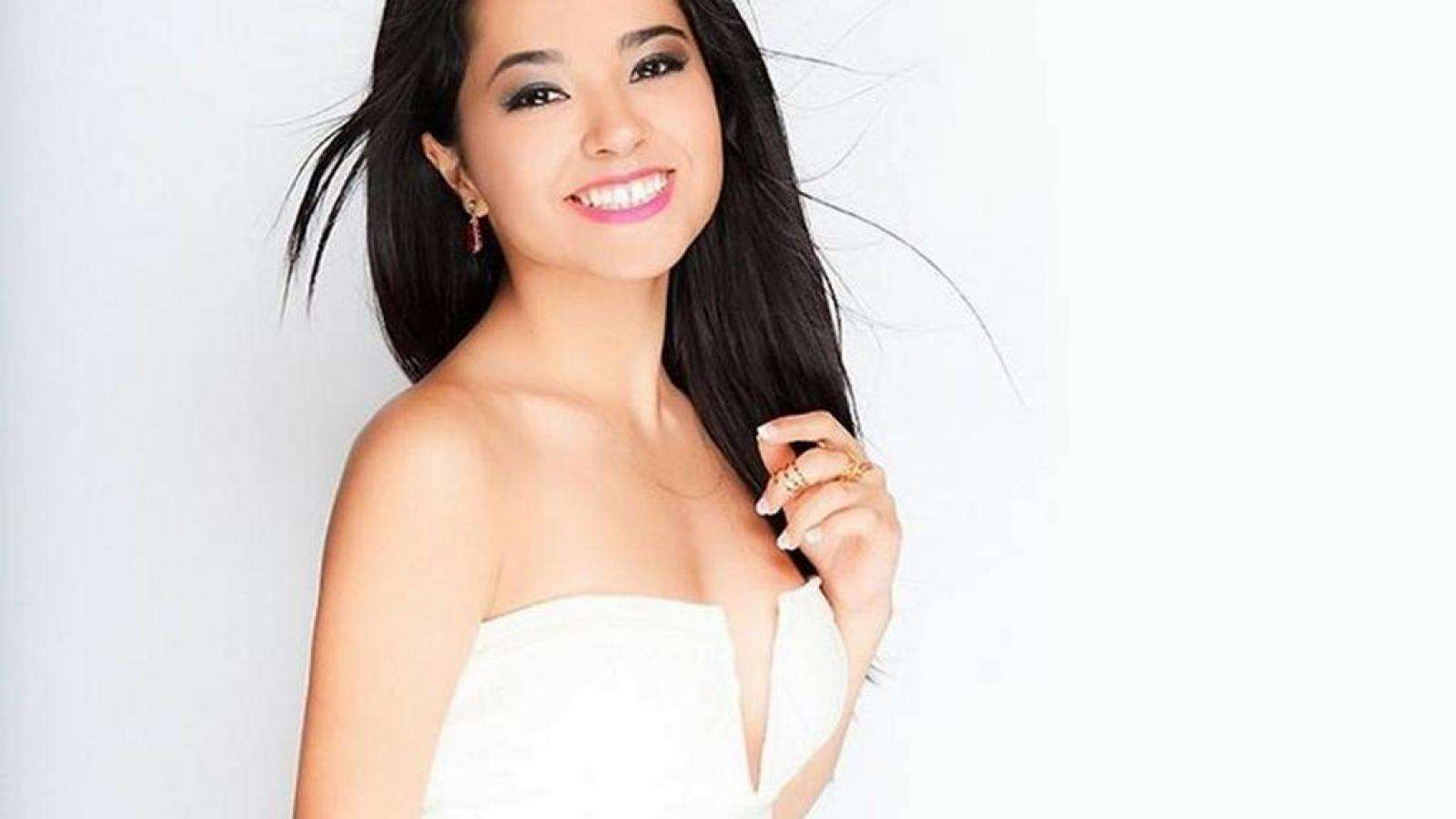 Becky G HD Images AMBWallpapers 1600x900