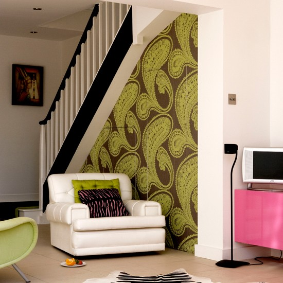 Living room with bold wallpaper Wallpaper ideas for living rooms 550x550
