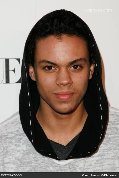 Evan Ross I   FONDOS WALL 415x620
