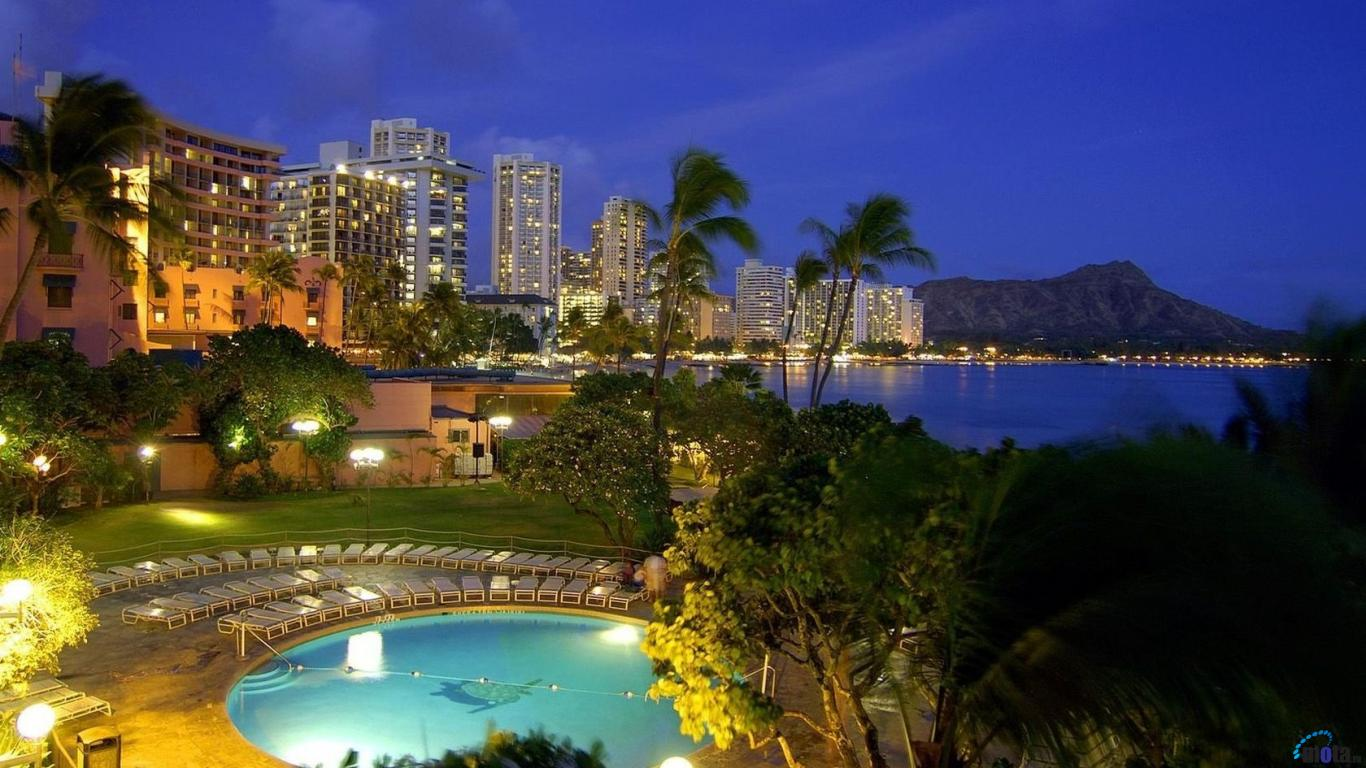 Download Wallpaper Hotels in Waikiki Honolulu Oahu Hawaii 1366 x 1366x768