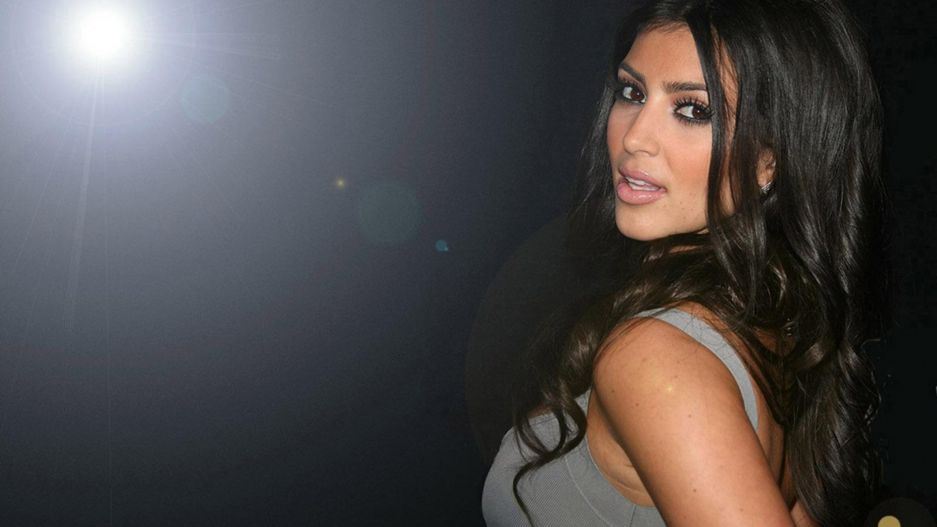 Kim Kardashian Desktop Wallpaper 1366x768