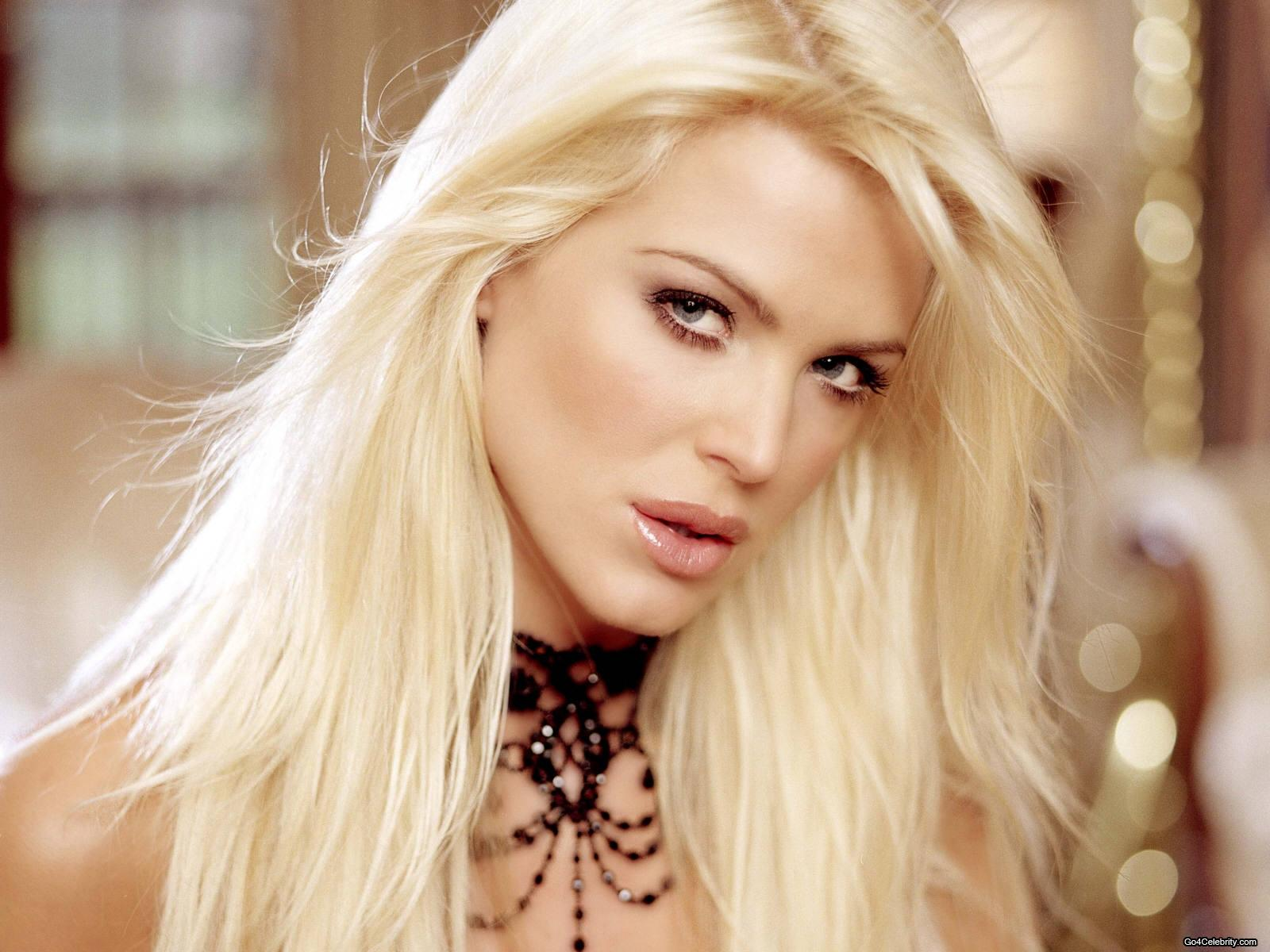 Victoria Silvstedt free wallpaper iOS Mode 1600x1200
