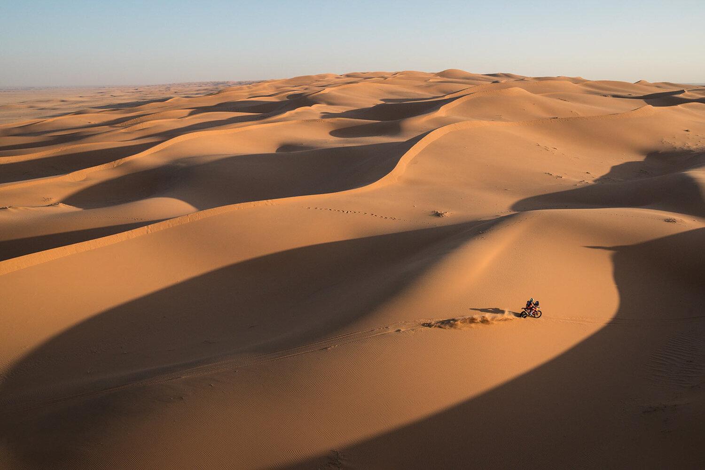 Navigating the desert in the Dakar Rally AP Images Spotlight 1500x1000