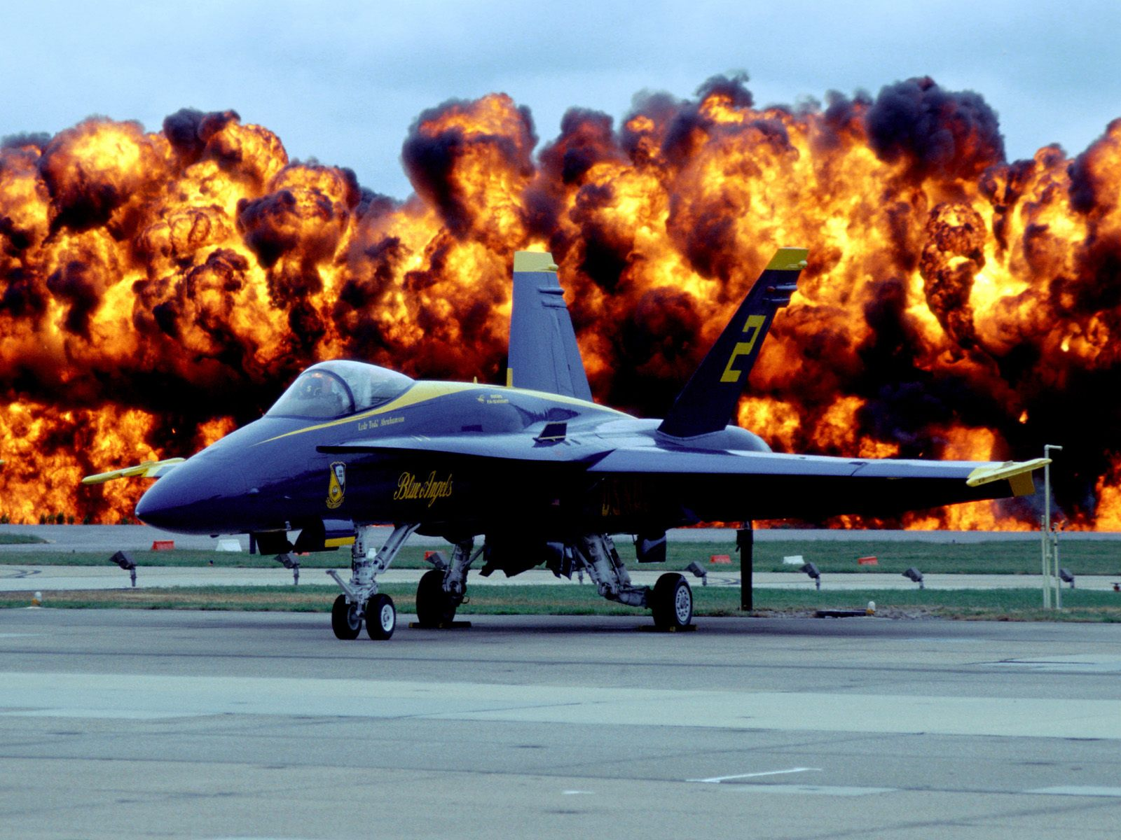 Aircraft Desktop Backgrounds and Wallpaper   Fire Power of Blue Angel 1600x1200