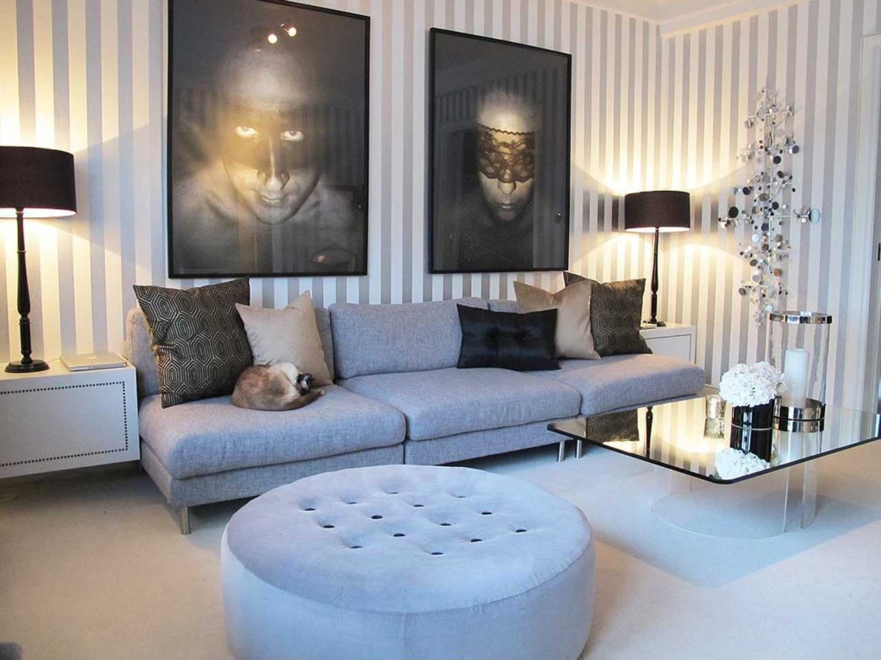Of Simple Decorating Ideas For Living Room Using Stripes Wallpaper 1280x960