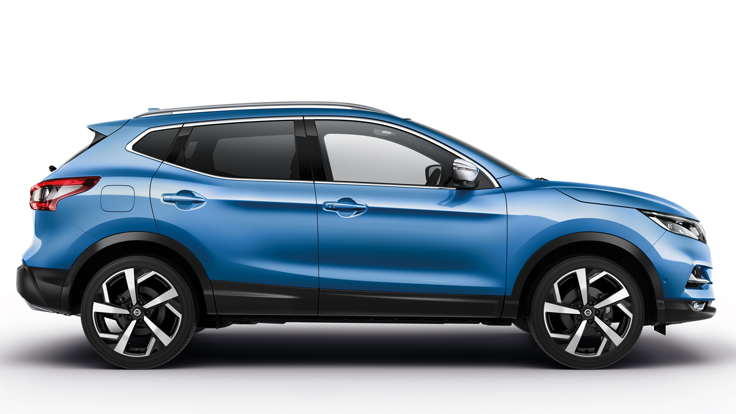 2020 Nissan Qashqai blue color side wide view 4k ultra uhd 2400x1350