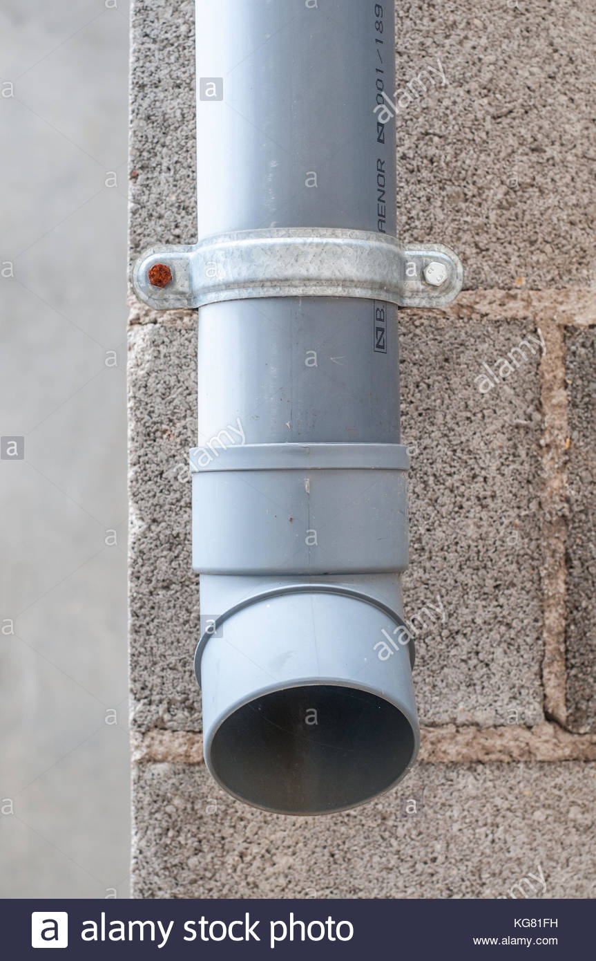 Industrial water drain PVC pipe with concrete block in the 863x1390