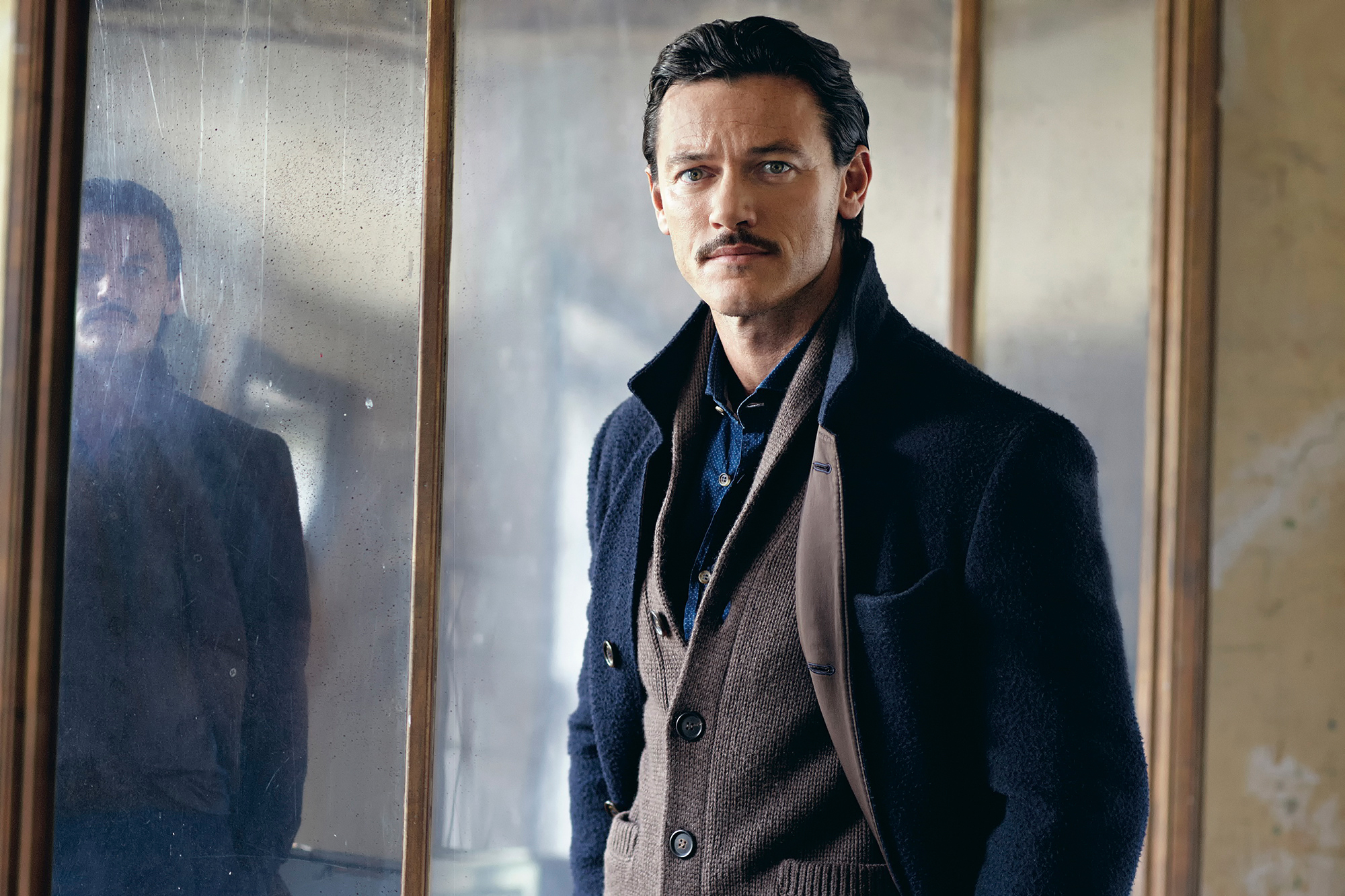 Wallpaper luke evans luke evans photo shoot telegraph mens style 2000x1333