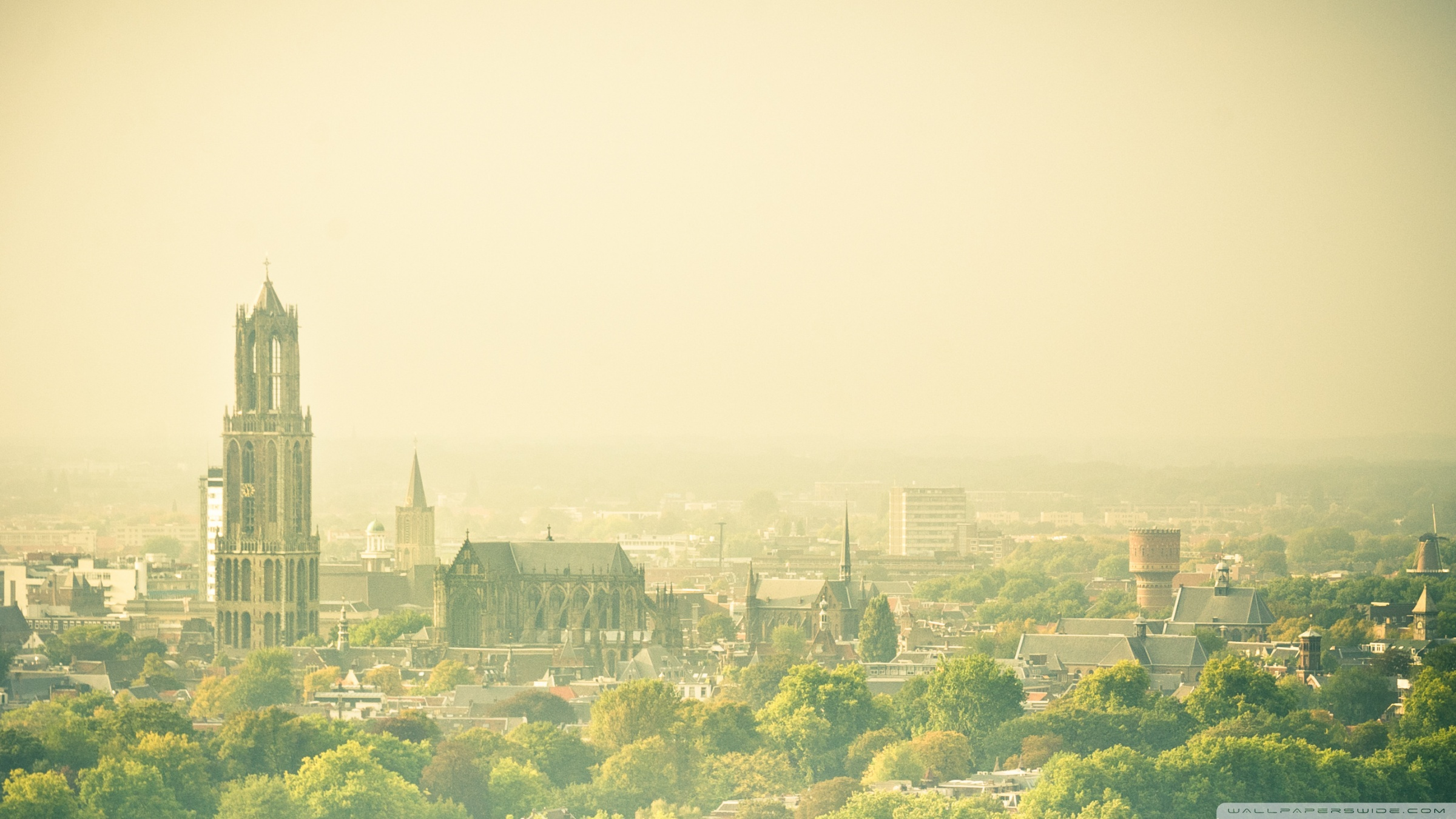 Hazy Utrecht View From The Conclusion Flat 4K HD Desktop 2400x1350
