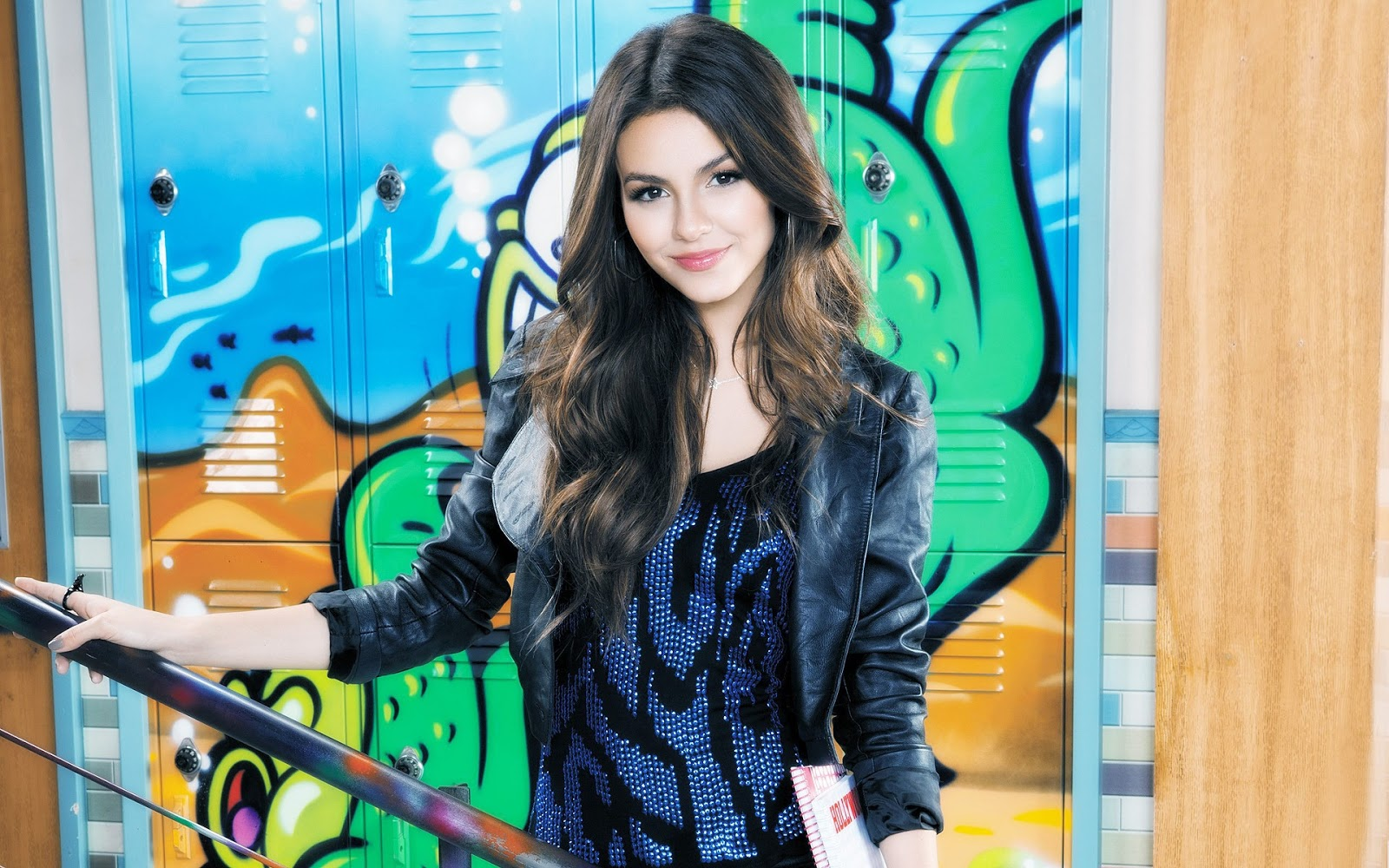 Hollywood Stars Victoria Justice hd Wallpapers 2012 1600x1000