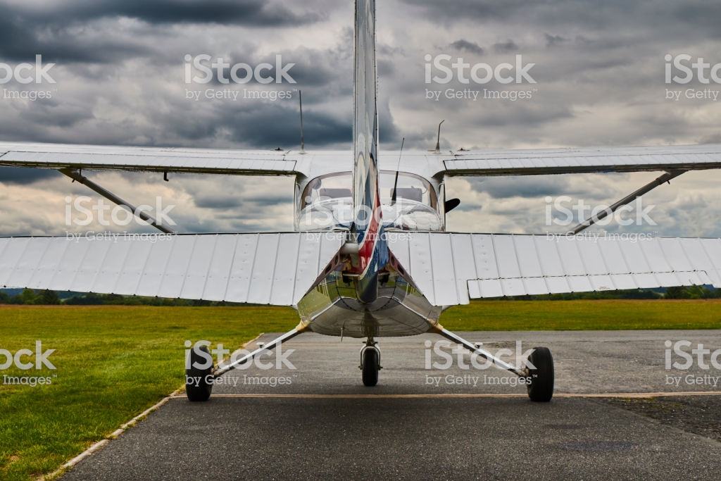 Symmetrical Rear View Of Cessna 172 Skyhawk 2 Airplane On A Runway 1024x683