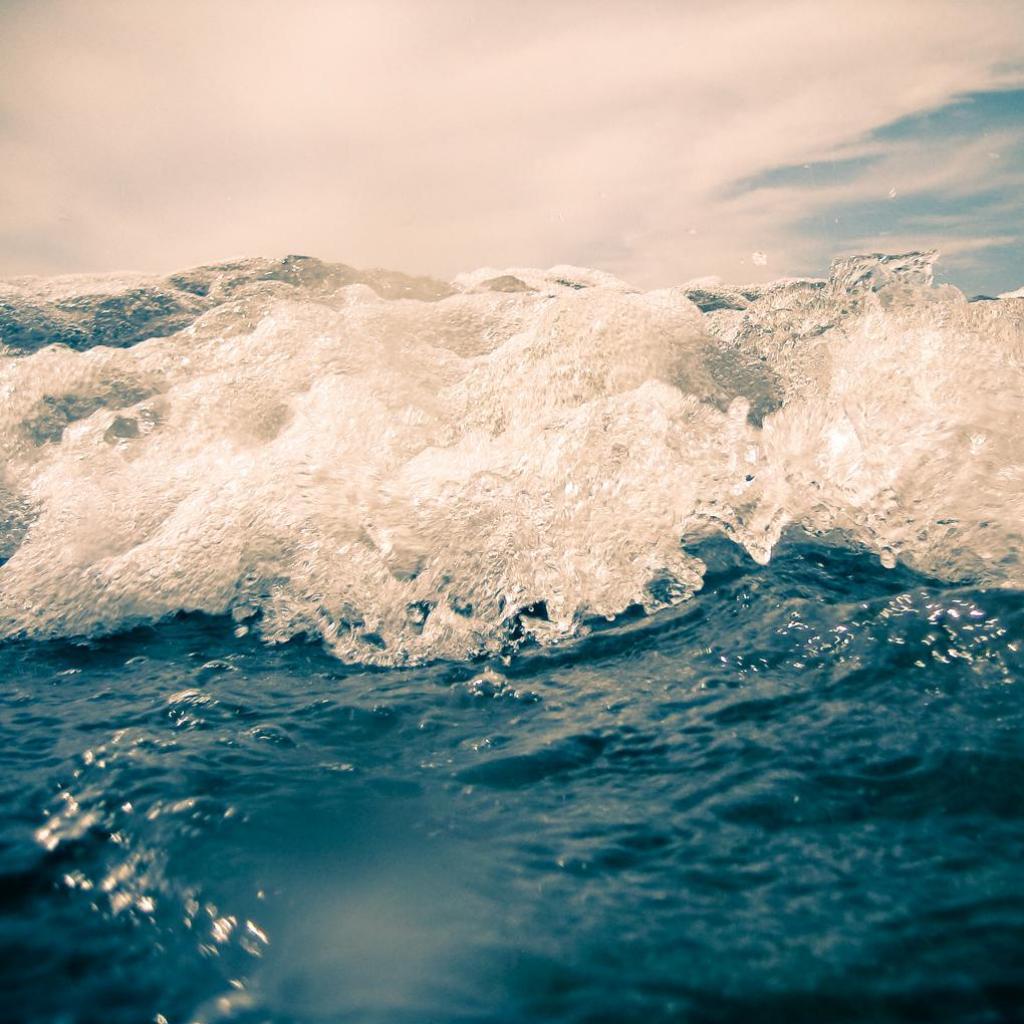 Ocean Waves iPad Wallpaper Download iPad Wallpapers iPhone 1024x1024