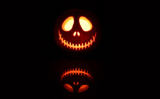 Decorate PC Screen on Halloween Using WallpapersSeize Design 530x327