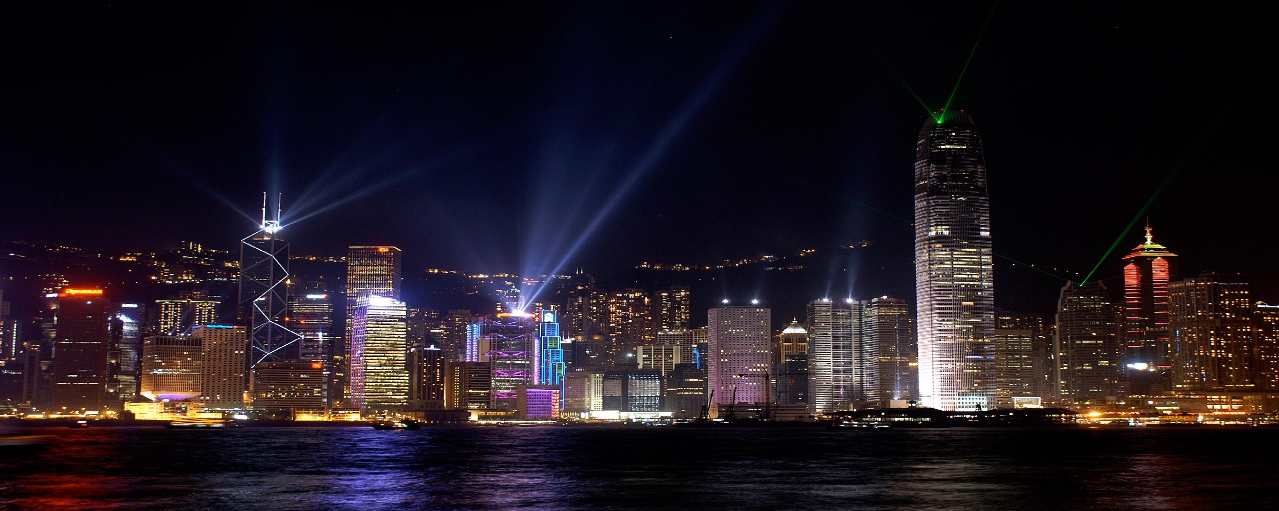 Night Cityscape Dual Screen Monitor Wallpaper 2560x1024