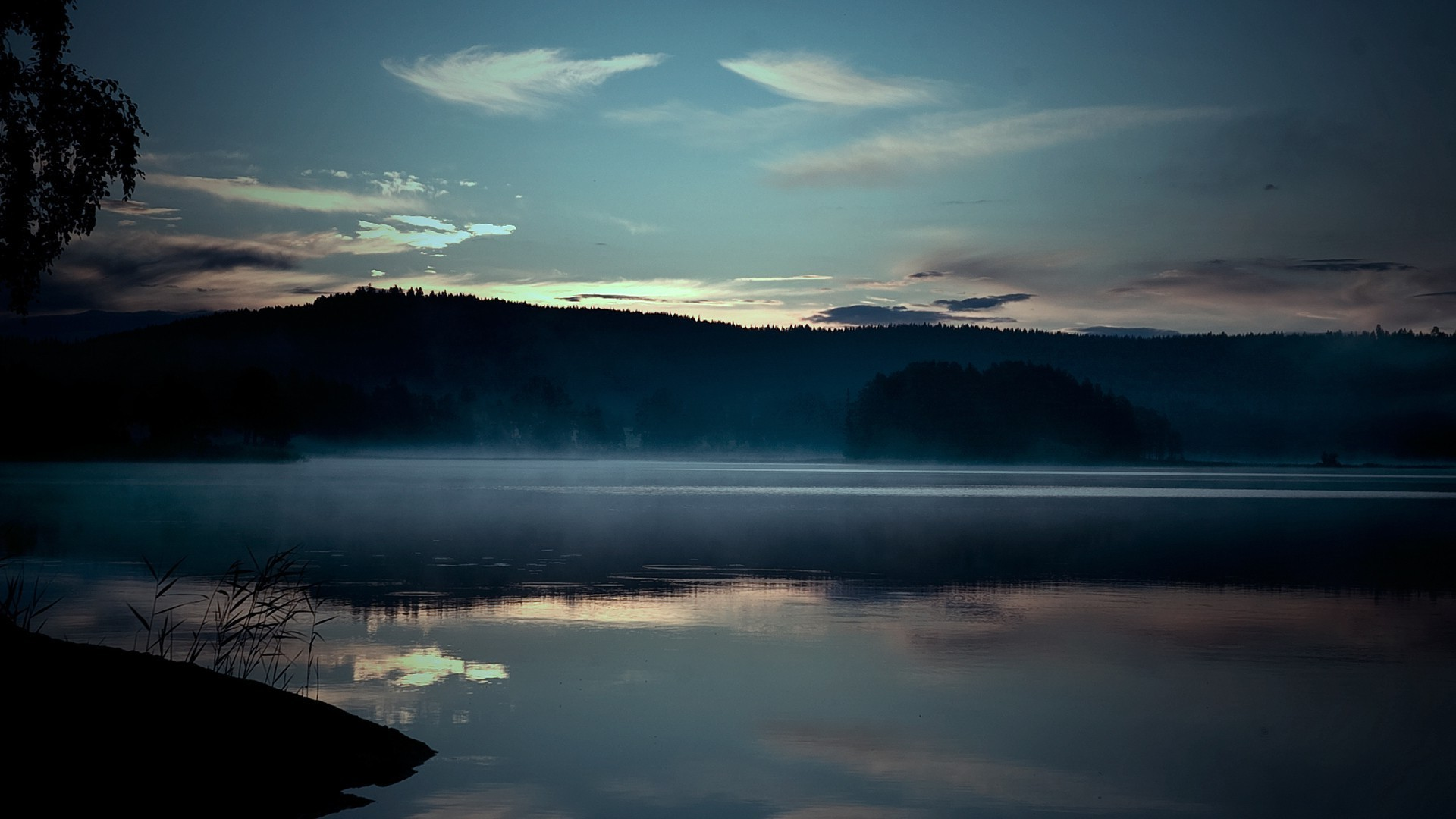 Misty Lake Surface wallpapers HD free - 416450