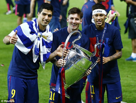 Luis Suarez Lionel Messi and Neymar celebrate with the trophy 574x435
