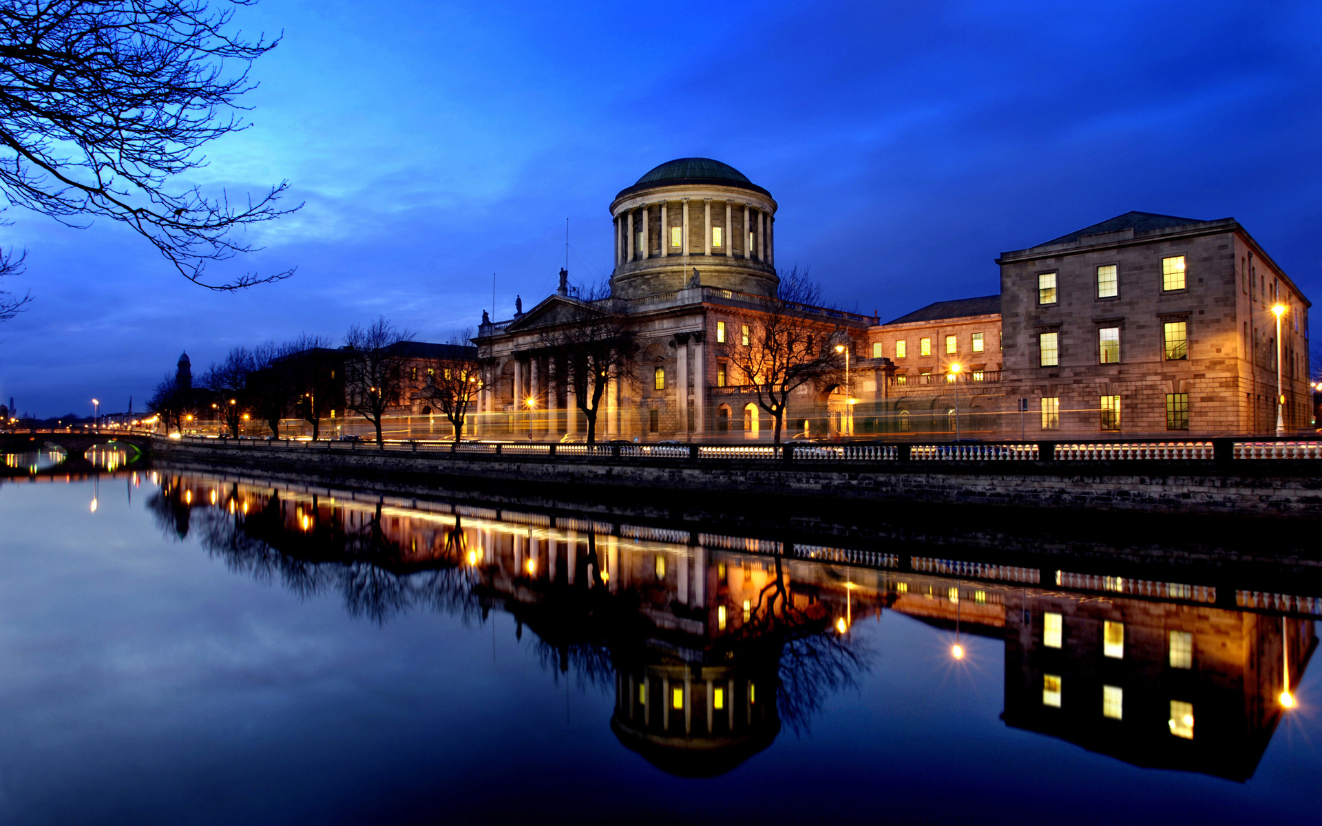 Four Courts on the River Liffey in Desktop Wallpaper 1920x1200