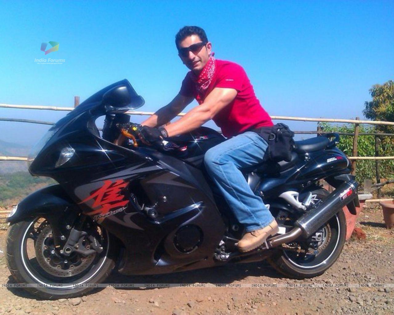 Wallpaper   Siddhant Karnick on bike 204551 size1280x1024 1280x1024