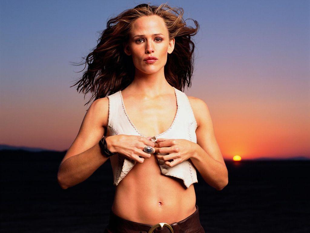download Jennifer Garner Elektra Workout HD Wallpaper 1024x768