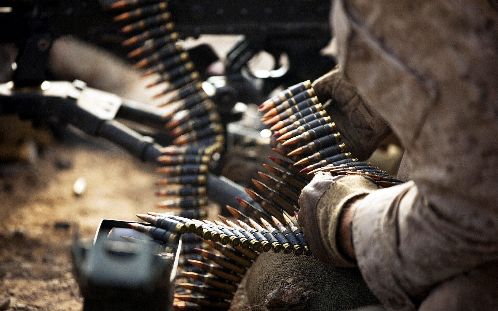 Bullets Reload in Machine Gun HD Wallpapers 1680x1050