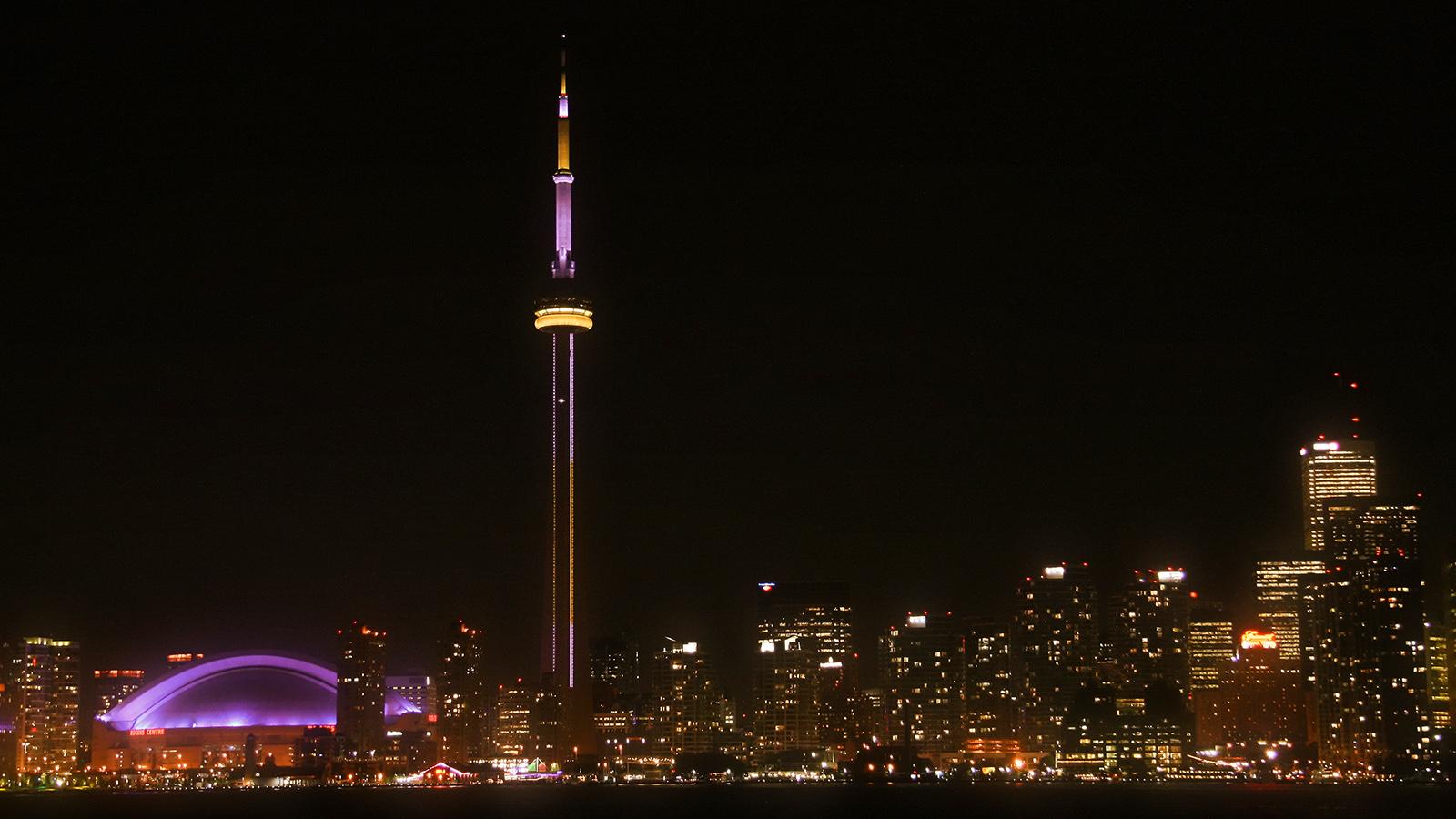Toronto Skyline Night Wallpaper Garish Toronto Skyline by 1600x900