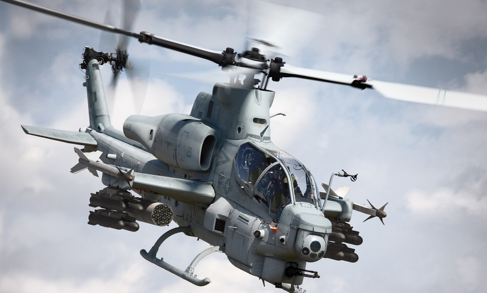 Boeing AH 64 The Apache Attack Helicopter Aircraft Wallpaper 3351 1600x962