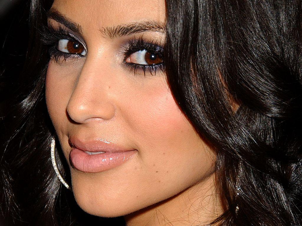 Kim Kardashian face close Wallpaper HD Wallpapers 1024x768