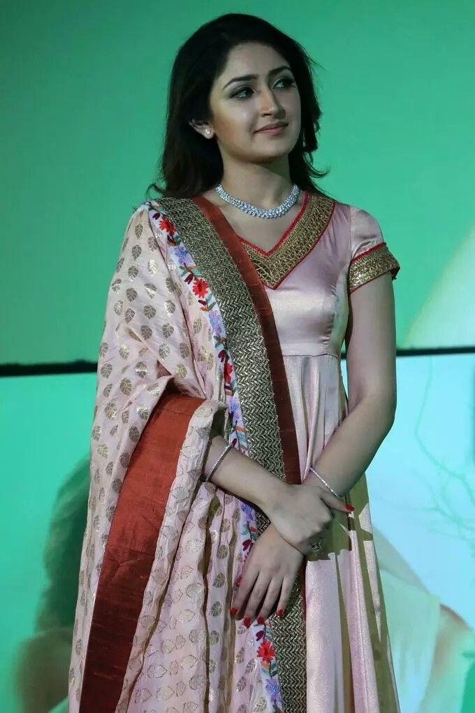 Bollywood actress in traditional dress kurti in 2019 Hd photos 680x1020
