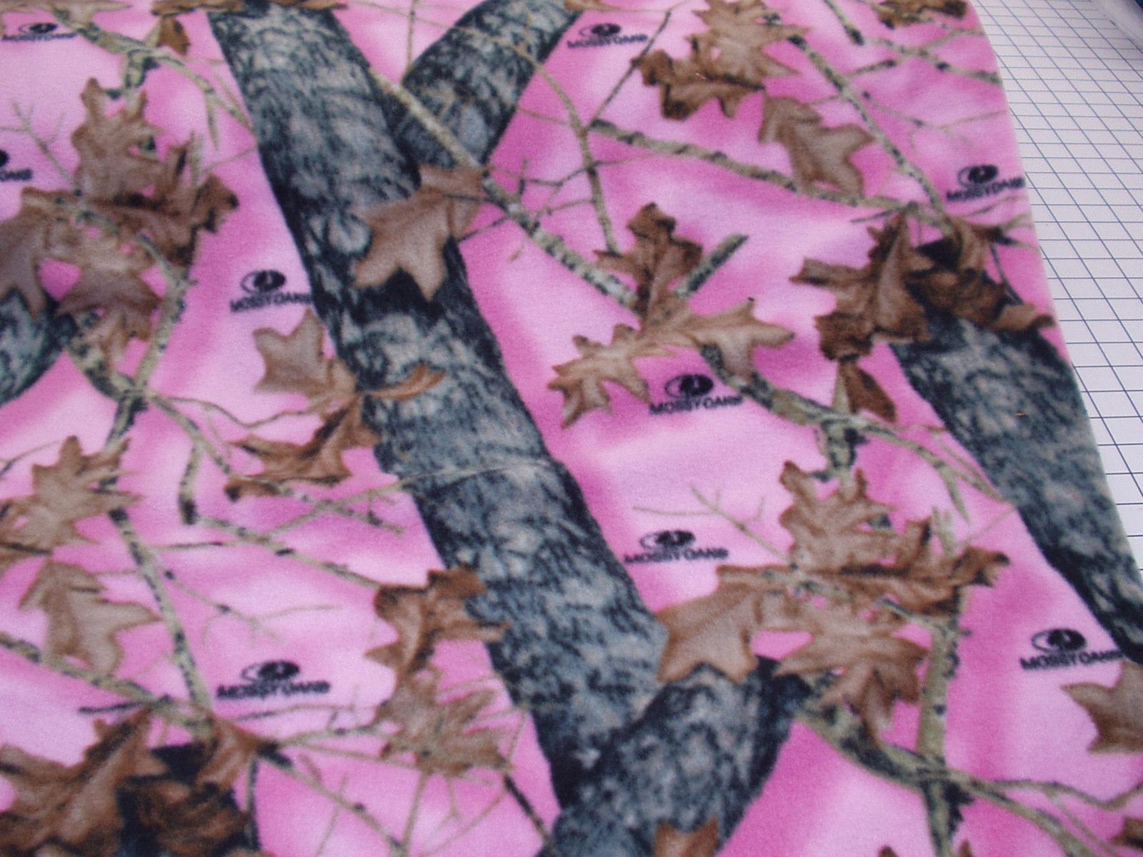 Pink Mossy Oak Background Mossy oak pink 1600x1200