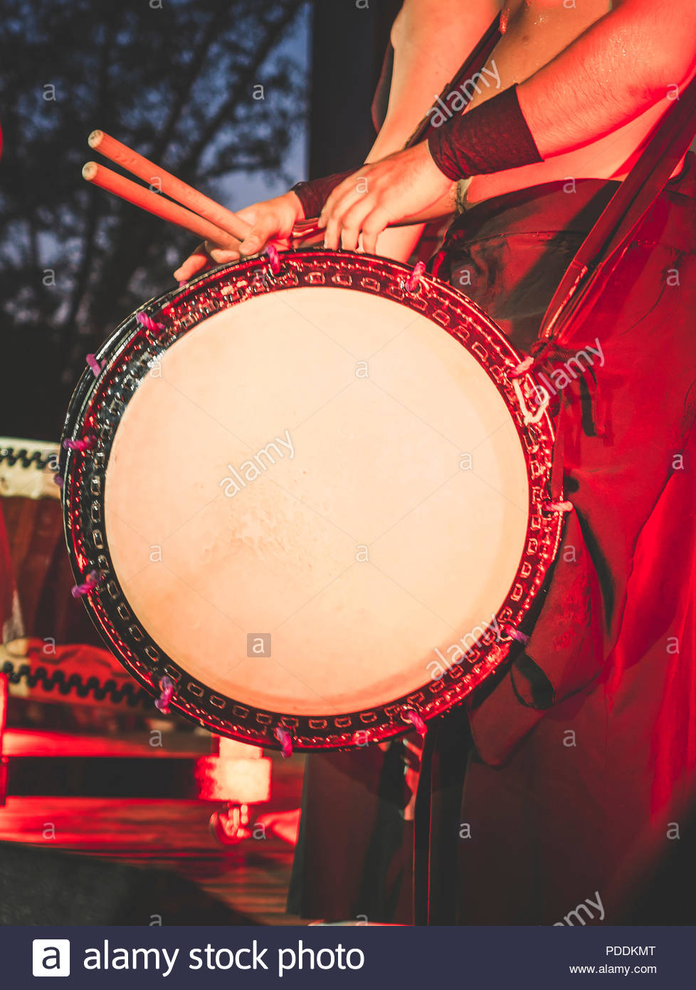 Double headed drum Taiko drums o kedo on scene background Musical 978x1390