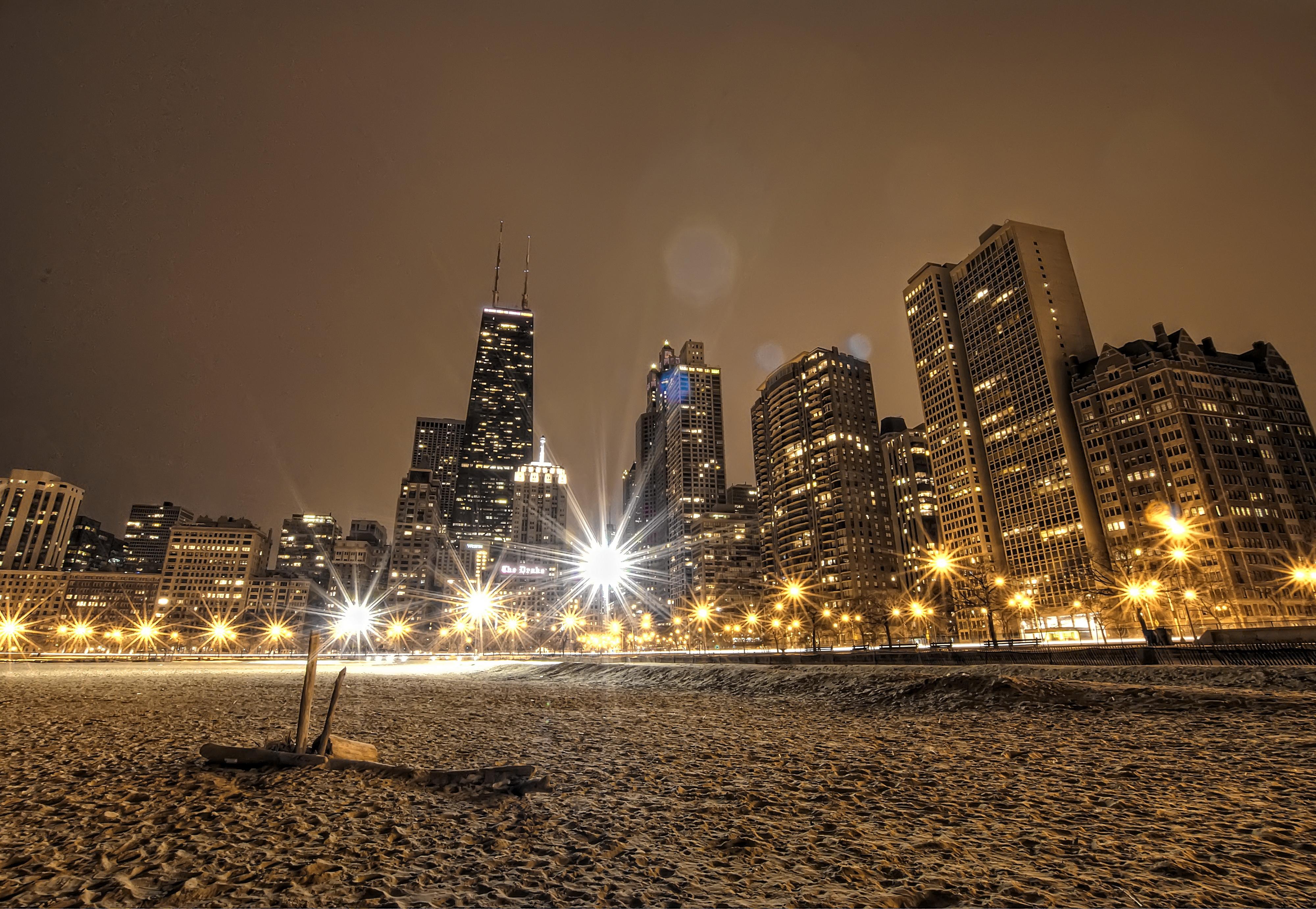моменту картинки ночного зимнего города ним находится